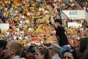 Rockový Kabát bavil v sobotu stadion FK Teplice, hrál doma. Přišlo na 20 tisíc lidí, kapelu doprovodil big band a nepršelo!