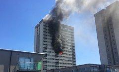 Ve východním Londýně hořel mrakodrap