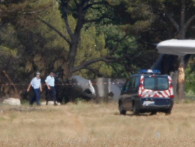Ve Francii spadlo a následně začalo hořet soukromé proudové letadlo. Při neštěstí zahynuli tři Američané.