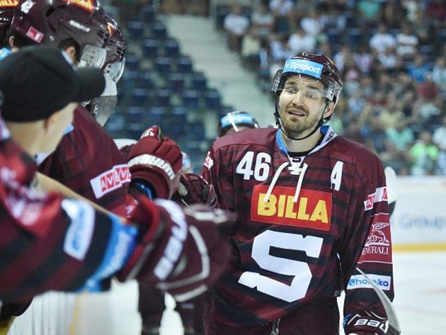 Petr Kumstát ze Sparty se raduje z gólu.