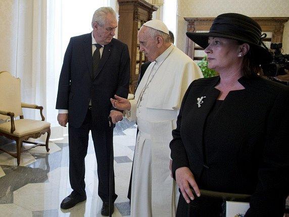 Papež František přijal ve Vatikánu českého prezidenta Miloše Zemana s manželkou Ivanou.