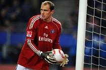 Brankář Hamburku Jaroslav Drobný v duelu s Bayernem Mnichov.