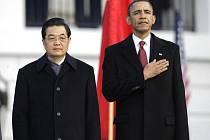Americký prezident Barack Obama se všemi poctami u Bílého domu přivítal svůj čínský protějšek Chu Ťin-Tchaa. Začala tak důležitá schůzka, která by mohla být zlomem ve vztazích obou velmocí.