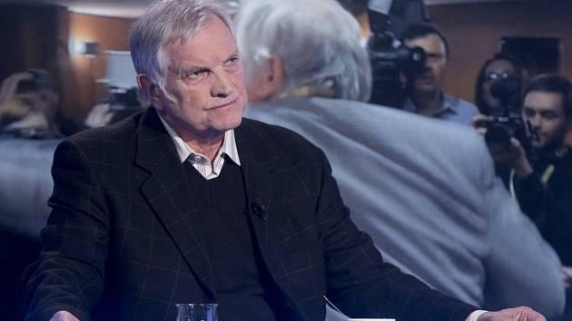 Karel Slezák, novinář útočící na kolegy ve štábu Miloše Zemana.