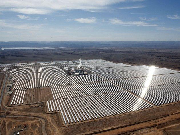 Jedna z největších solárních elektráren na světě ve čtvrtek oficiálně zahájila provoz v Maroku.