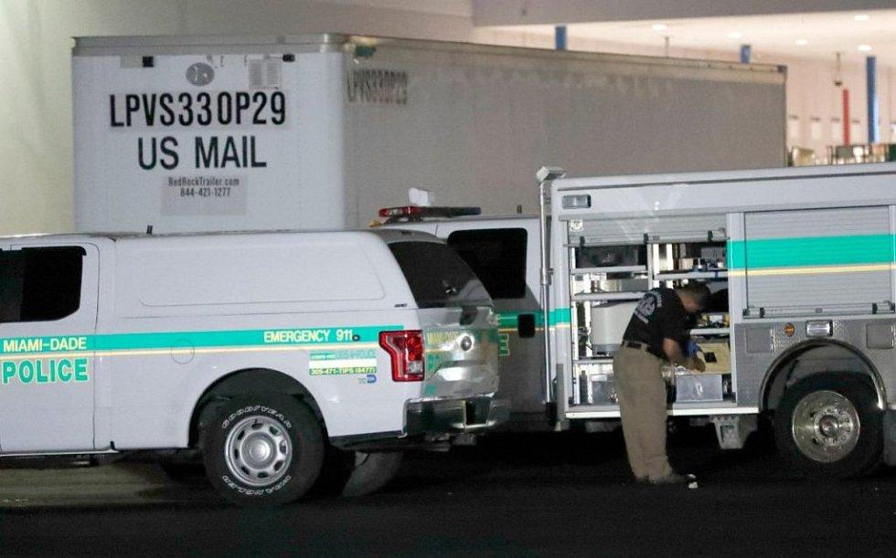 FBI prohledala distribuční centrum pošty nedaleko Miami