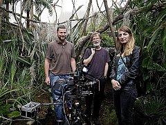 V pražském Karlíně se 18. července natáčely poslední záběry filmu Modrý tygr režíséra Petra Oukropce. Na snímku ještě spolu s herci Annou Polívkovou a Janem Hartlem (uprostřed).