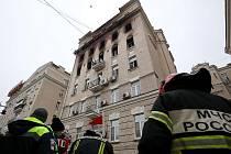 Historická budova v Moskvě, kterou zachvátily plameny