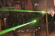 V Německu se objevují snahy o zákaz prodeje laserových ukazovátek. Spolková země Bádensko-Württembersko je chce zcela vytlačit z Evropské unie.