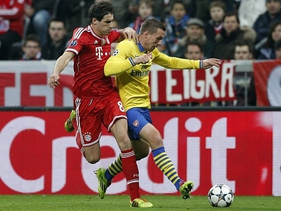 Bayern - Arsenal: Javi Martinez a Lukas Podolski