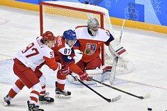 Pavel Francouz v české brance v semifinále olympijských her v Pchjongčchangu.