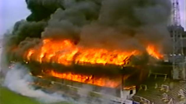 Během fotbalového zápasu mezi týmy Bradfordu a Lincolnu zachvátil 11. května 1985 fotbalovou tribunu ničivý požár