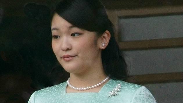 Japonská princezna Mako se kvůli svatbě s neurozeným mužem musí vzdát svého titulu.