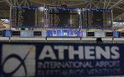 Prázdná letištní hala v Aténách.
