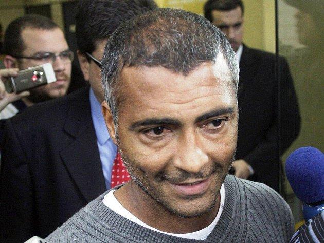Bývalý brazilský reprezentant Romário se kvůli otci ještě jednou vrátí na hřiště.