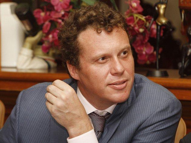 Kambodža dnes vypověděla ruského excentrického podnikatele v nemovitostech Sergeje Polonského, který ve vlasti čelí obvinění z miliardového podvodu na svých klientech.