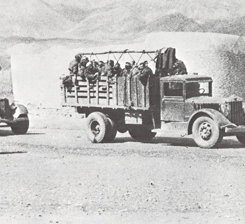 Sovětské síly překračují hranice s Íránem, srpen 1941