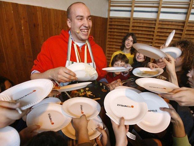 ŠÉFKUCHAŘ Ondřej Slanina je patronem festivalu Jím pro charitu.