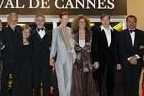 Cannes: Béla Tarr s hereckým obasazením filmu Muž z Londýna. Miroslav Krobot zcela vpravo