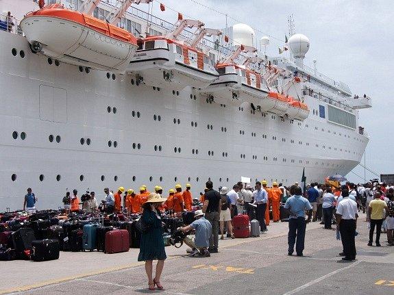 Přistání lodi Costa Allegre na Seychelech