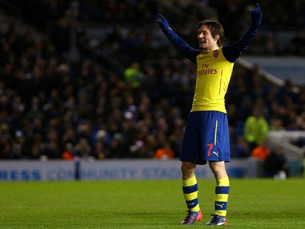 Stále má formu. Tomáš Rosický vystřelil Arsenalu vítězství nad Brightonem.