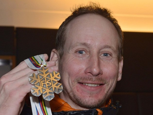 Lukáš Bauer se stříbrnou medailí z MS.