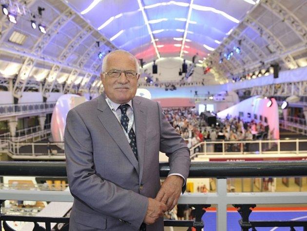 Prezident Václav Klaus v Českém olympijském domě v Londýně.