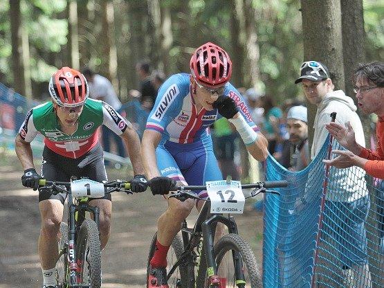 Na snímku zleva vitěz Nino Schurter ze Švýcarska a druhý Jaroslav Kulhavý z ČR.