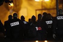 Policisté na místě teroristického útoku v Paříži