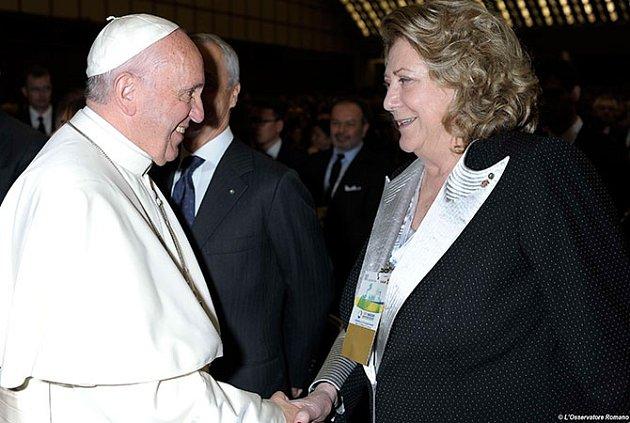 Prezidentska koncernu Bracco Diana Bracco s papežem Františkem.