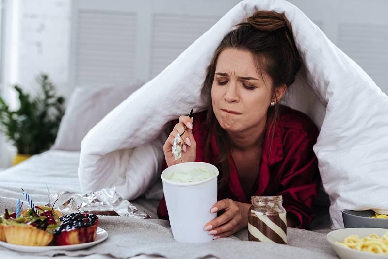 Emoční hlad vzniká v ústech (sbíhají se vám sliny) a v hlavě (prostřednictvím obrazů a myšlenek).