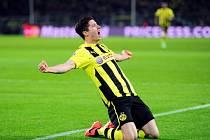 Robert Lewandowski z Dortmundu se raduje z gólu do sítě Málagy.