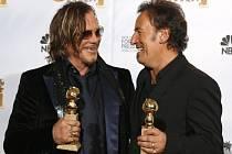 Za film The Wrestler si odnesl glóbus  Mickey Rourke (vlevo) za hlavní roli, další připadl Bruce Springsteenovi (vpravo) za nejlepší původní píseň.