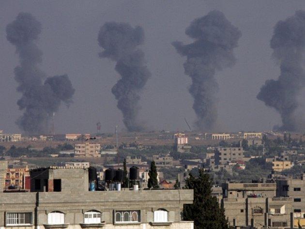 Izraelská armáda uskutečnila desítky leteckých útoků na cíle v Pásmu Gazy.