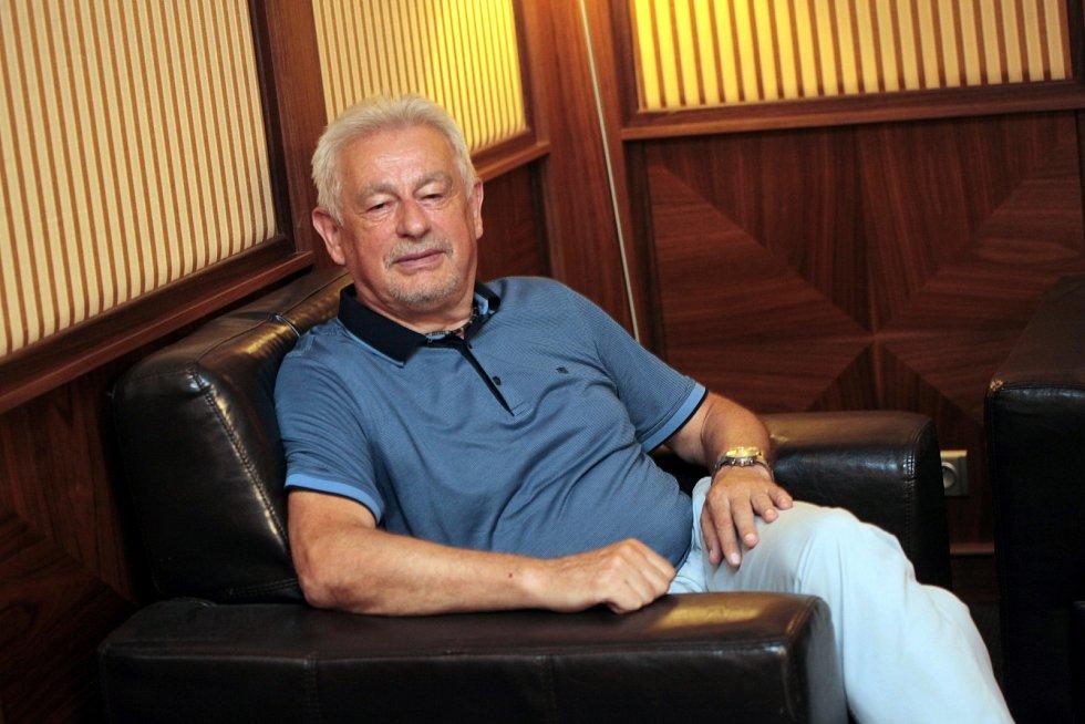 Úspěšný podnikatel ze Zlínska a Slovácka, zastánce ušlechtilých myšlenek, přední tuzemský rotarián Jaroslav Šuranský