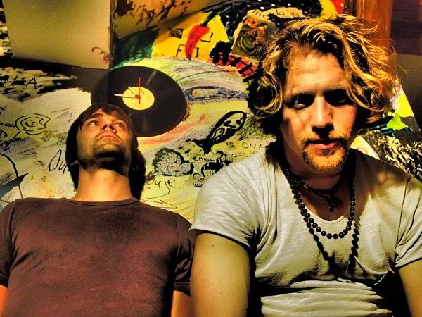 Tomáš Klus a Jiří Kučerovský spolu natočili odvážné album Racek a nyní jedou turné, jehož česká část právě startuje.