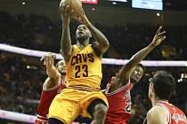 LeBron James v pátém zápase s Chicagem