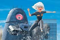 Enormika v akci. Susan je sice energií nabitá, ale přece jen křehká žena, a mimozemský robot ji děsí. Záhy se ale karty obrátí.