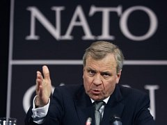 Generální tajemník NATO Jaap de Hoop Scheffer.