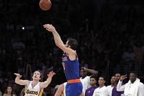 José Calderón a jeho klíčový koš do sítě Los Angeles Lakers