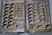 Zbraně zabavené u vstupu do tunelu pod lamanšským průlivem