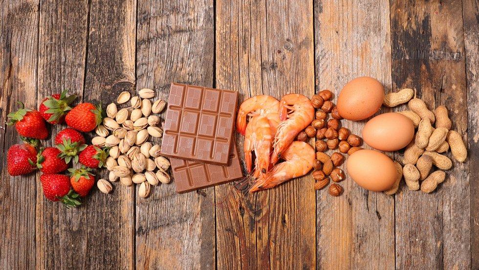 Potravinové alergie se projevují také na kůži a sliznicích, ne vždy výhradně zažívacími potížemi, jak si lidé často myslí.