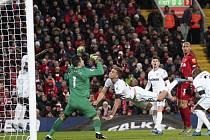 Brankář West Hamu Lukasz Fabianski a Tomáš Souček (uprostřed) v utkání proti Liverpoolu.