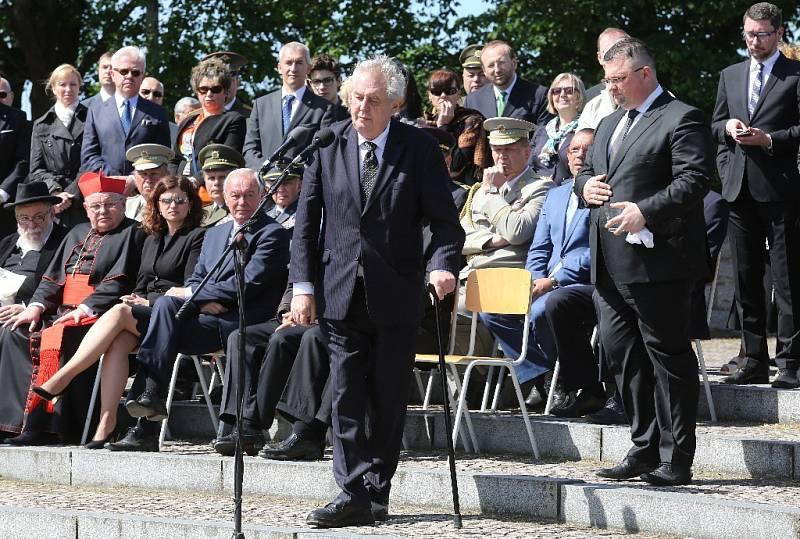 Před lhostejností, která přispívá k vzestupu nenávisti, a islamistickými radikály varoval dnes prezident Miloš Zeman během Terezínské tryzny.