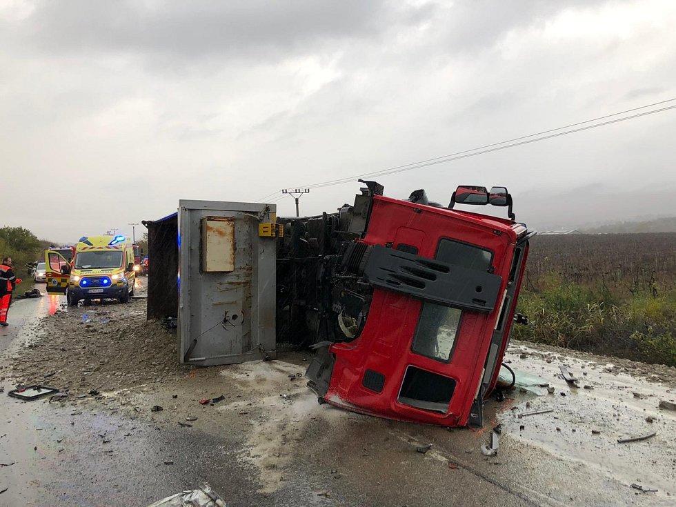 Tragická nehoda autobusu a nákladního vozu u Nitry