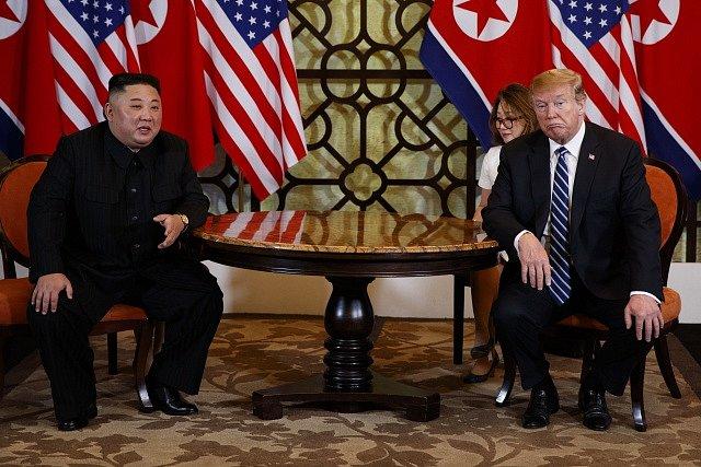 Donald Trump a Kim Čong-un na summitu v Hanoji