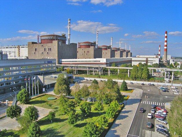 Šestý blok Záporožské jaderné elektrárny na jihovýchodě Ukrajiny se dnes v pět hodin ráno automaticky odpojil od sítě díky systému ochrany před vnitřním poškozením generátoru.