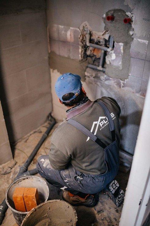 Přestavbu koupelny handicapovaného uživatele pečovatelských a ošetřovatelských služeb Charity Kyjov na bezbariérový prostor provedla hodonínská stavební firma letos v březnu