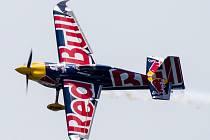 Martin Šonka ve svém letadle na závodě Red Bull Air Race