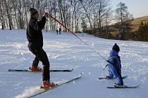 V CHOTOUNI PŮVODNĚ provozovatelé chtěli letošní lyžování prodloužit do května. Kvůli oteplení od toho ale upustili.